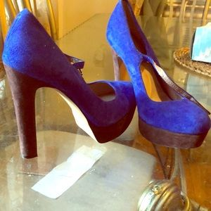 VINCE CAMUTO BLUE HEELS